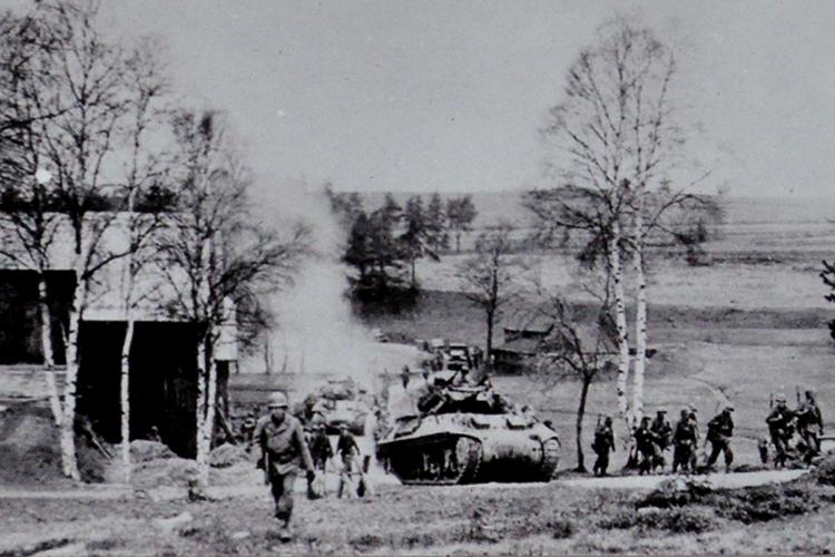 """Překročení státní hranice americkou armádou 18. dubna 1945 v místě """"Kočičí hlava"""""""