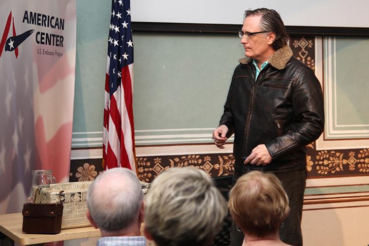 Patrick Dewane v Americkém centru 2. května 2017