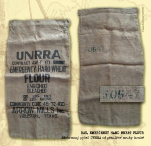 Záchranný pytel UNRRA pšeničné mouky hrubé.